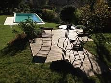 piscine sur terrain en pente une piscine dans un jardin en pente c est possible