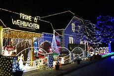 Haus Mit Weihnachtsbeleuchtung - haus mit 45 600 lichtern noe orf at