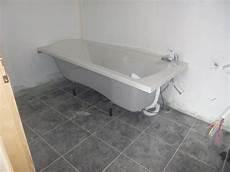 09 02 13 Installation Baignoire Suite Quatre Murs Et