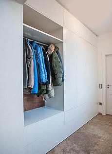 Diele Mit Einbau Kleiderschrank Und Steinboden Apartman