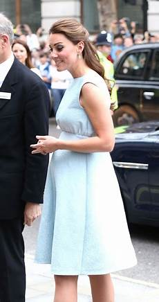 prinzessin kate schwanger princess catherine s empire waist at national
