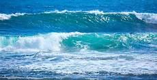 Gambar Pemandangan Gelombang Laut