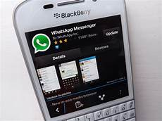 whatsapp for blackberry 10 gets a fresh update