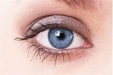blaue augen schminken das perfekte augen make up mit naturkosmetik annemarie