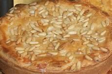 pinolata senese pinolata senese ripiena di crema pasticcera pinoli ed uvetta