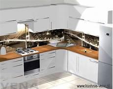 kuchnia biala z drewnianymi blatami kitchen ideas