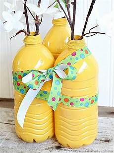 Diy Bouteille Plastique Diy Vases From Plastic Water Bottles Trashy Or