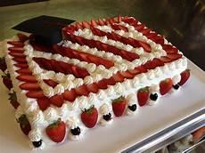 torta con crema pasticcera di benedetta torta di laurea pan di spagna crema pasticcera fragole e ricoperta di panna fragole e