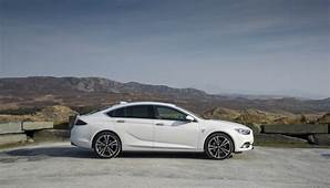 VAUXHALL ADDS 200PS PETROL ENGINE TO INSIGNIA RANGE