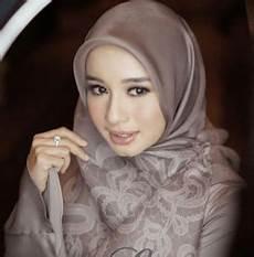 Jilbab Segi Empat Bermotif Yang Trending Ethica Collection