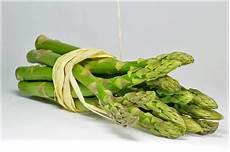 come pulire e cucinare gli asparagi selvatici come pulire gli asparagi misya info