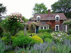 19 dreamy cottage gardens hgtv s decorating design
