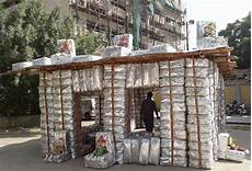 haus aus müll recycling h 228 user aus plastikm 252 ll f 252 r krisengebiete chance