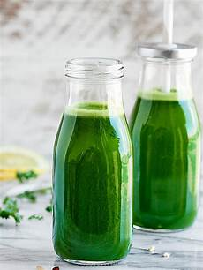 green juice recipe w kale cucumber celery apples