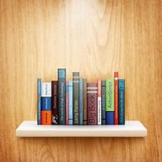 mensola libri una mensola in legno con libri vettoriali stock