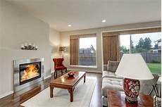 typisch amerikanisches wohnzimmer typisches wohnzimmer im amerikanischen haus mit teppich