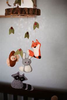mobile basteln anleitung diy felt rabbit and fox animal baby mobiles with leaves