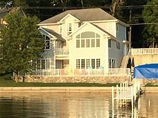 family friendly 3600 sq ft lovely family friendly 4000 sq ft lake front home close