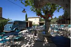 le hameau des baux 35847 hameau des baux le charme d un concept hotel en provence cuisine des tendances