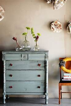 Möbel Streichen Vintage Look - vintage m 246 bel look selber machen kommode blau glas vasen