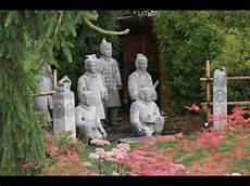 Un Bassin De Jardin Dans Un Jardin Zen Une