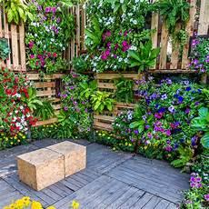 diy ideen garten 16 creative diy vertical garden ideas for small gardens