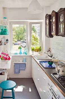 ideen kleine küche kleine k 252 che einrichten schmaler raum offene regale