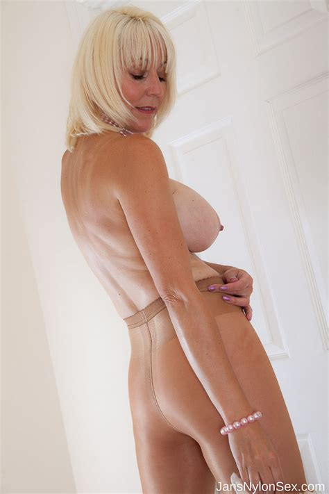 Lucy Kent Nude