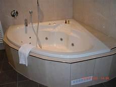bild quot eckbadewanne mit whirlpool in der junior suite quot zu