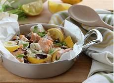 cucina sana e veloce salmone al cartoccio con finocchio e olive cucina veloce