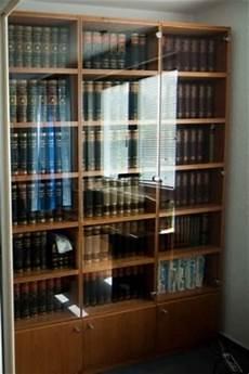 bücherregal mit glastüren b 252 cherregal mit glast 252 ren bestseller shop f 252 r m 246 bel und einrichtungen