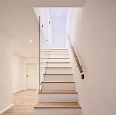 treppengeländer holz innen treppenstufen einbauschrank glas gel 228 nder treppe aufgang holz www philipkistner