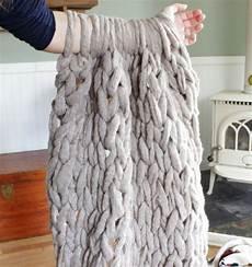 grobmaschige decke stricken ohne nadeln anleitung zum