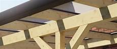 reetdach dacheindeckung mit natuerlichem holz terrassendach mit glaseindeckung entw 228 sserung das