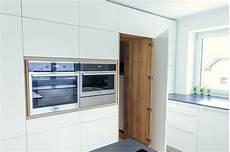 küche mit versteckter speisekammer krumhuber design k 252 che fm
