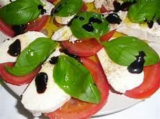 tomate mozzarella dressing tomate mozzarella salat mit balsamicodressing