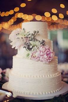 simple wedding cakes made to inspire modwedding