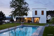 moderne gartengestaltung mit pool moderne gartengestaltung mit gro 223 em pool und