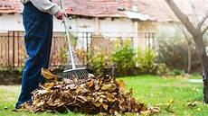 Gartenarbeit Im Herbst Bei Freizeit Haus Und Garten