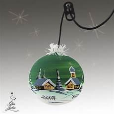 beleuchtete weihnachtskugeln fürs fenster beleuchtete kugeln und glocken aus glas f 252 r weihnachten