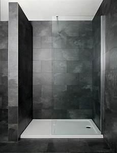 duschwanne oder fliesen duschkabine dunkle farbgestaltung granitfliesen