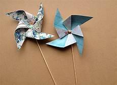 moulin a vent en papier quelques feuilles de papier et un bon coup de ciseaux