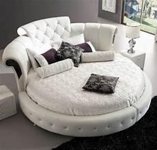 chambre a coucher avec lit rond lit rond design lit en cuir blanc avec tete de lit