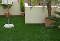 pose de gazon synthétique comment poser du gazon synth 233 tique sur une terrasse ou