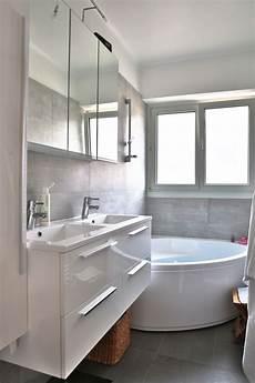 meuble de salle de bain d angle avec vasque r 233 novation d une salle de bain avec une baignoire d angle