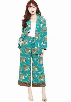 30 Model Blazer Batik Wanita Modern Lengan Panjang