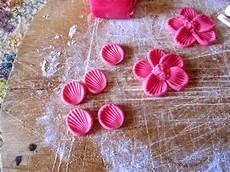 come fare i fiori con la pasta di zucchero facili idee tutorial fiori 5 petali con pasta di