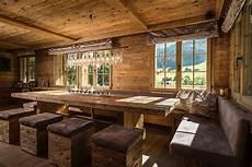 esszimmer rustikal modern essbereich mit tisch und hocker in altholz esszimmer