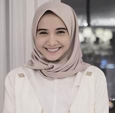 Model Jilbab Ala Zaskia Sungkar