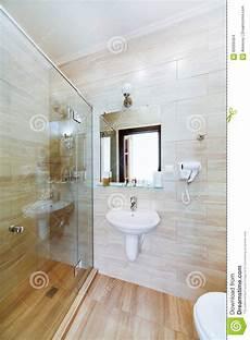 Kleines Badezimmer Der Hotelzimmer Mit Dusche Und